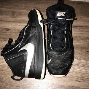 Boys Nike Sneaks 🤘🏻